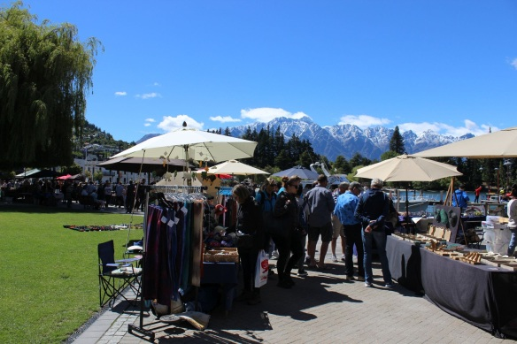 0845_queenstown_market_near_pier